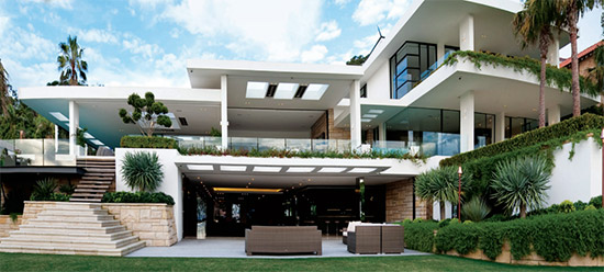 Foreshore by Better Building Services - winner of the HIA Display Home of the Year - front facade